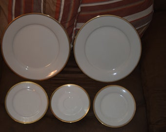 Viceroy by NORITAKE set of 2 Dinner Plates, 2 Bread and Butter 1 Saucer.