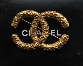 Vintage 1993 Automne Chanel gold tone classic CC Brooch