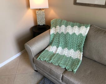 Green & White Ripple Pattern Afghan