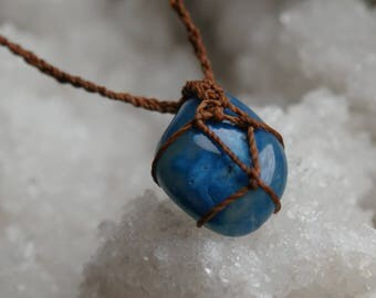Blue agate macrame necklace