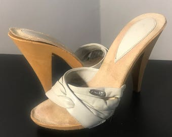 Vintage 70s Genuine CANDIES SANDAL, 1970s High Heel, Grey Strappy Leather, size 5