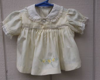 50s to 60s Vintage Yellow and White Baby Girl's pinafore frock dress / 6 - 9 to 12 mos