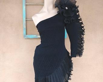 Vintage 1980s Evening Gown 80s Party Dress Black Lace Sculptural Cold Shoulder Sz M