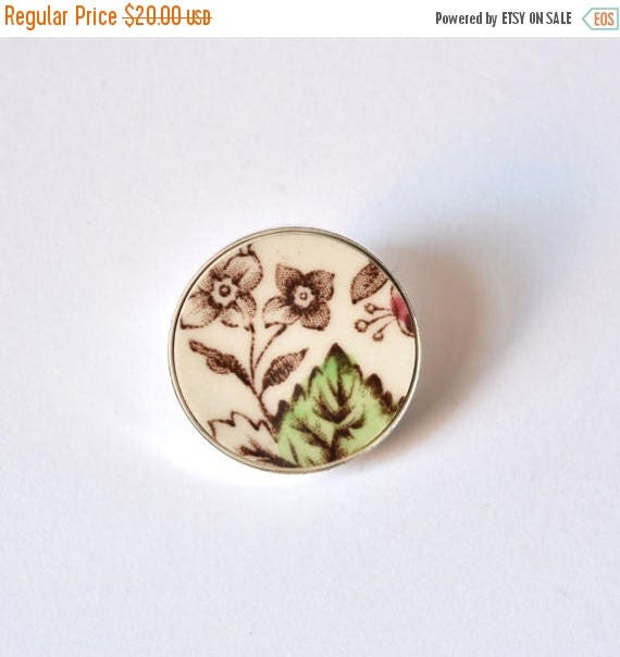 VALENTINE SALE Recycled China Simple Circle Brooch - Green Leaf - Scarf Pin