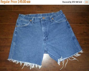 Closing Shop 40%off SALE Wrangler Shorts, Wranglers Jean cut off shorts, cutoffs Jean Shorts   W 32 waist