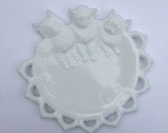 Milk Glass Kitten Plate Hanging Westmoreland Glass Delicate Pierced and Embossed Milk Glass With Three Little Kittens Home Nursery Decor