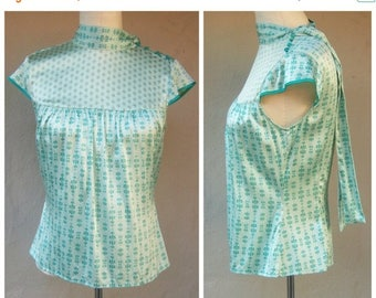 30% MOVING SALE Vintage 50s cheongsam top / 50s Hollywood loungwear blouse, pussy bow necktie / mint green aqua satin / Penguin, Munsingwear