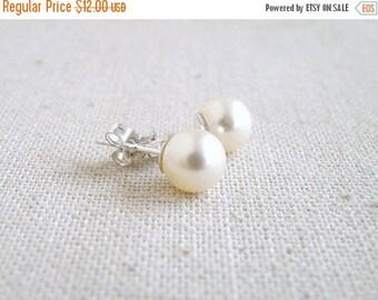 Summer Sale Swarovski Earrings Pale Ivory Pearl Sterling Stud BE2