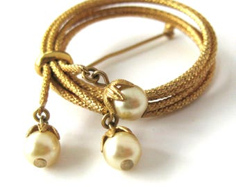 Vintage Circle Brooch with Faux Pearls and Coiled Rope Texture / Dangling Pearls / Signed Napier