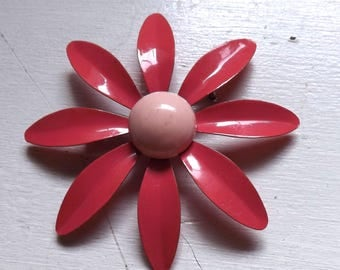 Vintage mod enamel flower pin or brooch two tone pink layered dimensional daisy