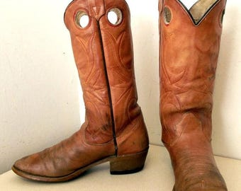 Light Caramel Tan cowboy boots with red and yellow stitched design size 8 D or cowgirl size 9.5