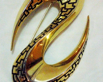 Vintage Crown Trifari Pin Brooch Curved Black and Gold tone