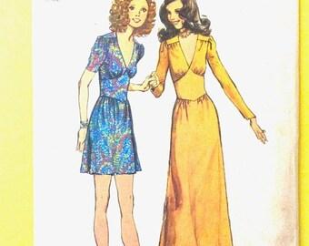 ON SALE Simplicity 9812 Evening Dress Maxi Dress Midi Dress Deep V-neckline, Ruffles, Back Zipper 1970s 70s Vintage Sewing Pattern  Bust 31.