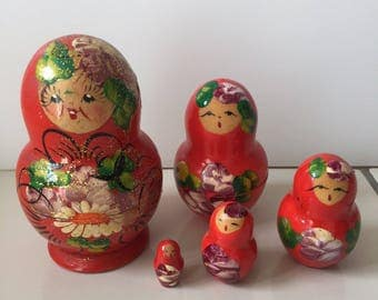 Vintage nesting dolls - Russian Matryoshka mother daughter dolls - Red Set of 5