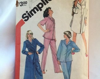 sale Simplicity Pattern 5786 for Pajamas and Robe
