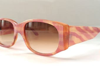 80s Vintage New Wave Sunglasses with Stripe Pattern Animal Print in Red White