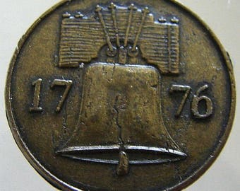 1776 HISTORY CHANNEL CLUB Vintage United States Liberty Bell Bicentennial Medallion Coin Token