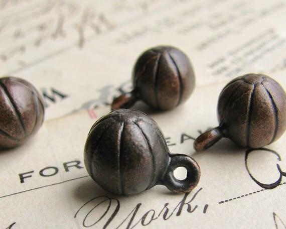 Little melon ball charm, black patina, 8mm (4 black balls) mini ball, round black ball, mini ball, black brass, black sphere, orb