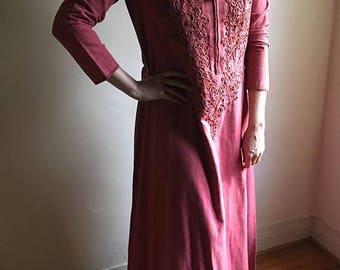 SUMMER SALE vintage. 60s Bohemian Salmon Colored Caftan  / S to M