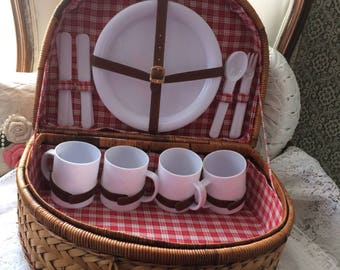 Rustic Straw Picnic Basket With Utensils #2