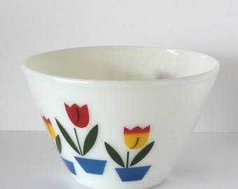 Fire-King 4 Quart Modern Tulip Splash Proof Mixing Bowl
