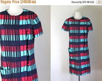 AWAY SALE 20% off vintage 1960s Samuel Winston dress - HOT Cold plaid shift dress / M