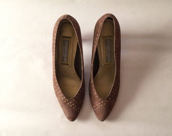 ANDREW GELLER suede pumps | cocoa powder and gold studs heels | size 8.5
