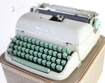 Remington typewriter Green Remington typewriter in good working condition Make me an offer...