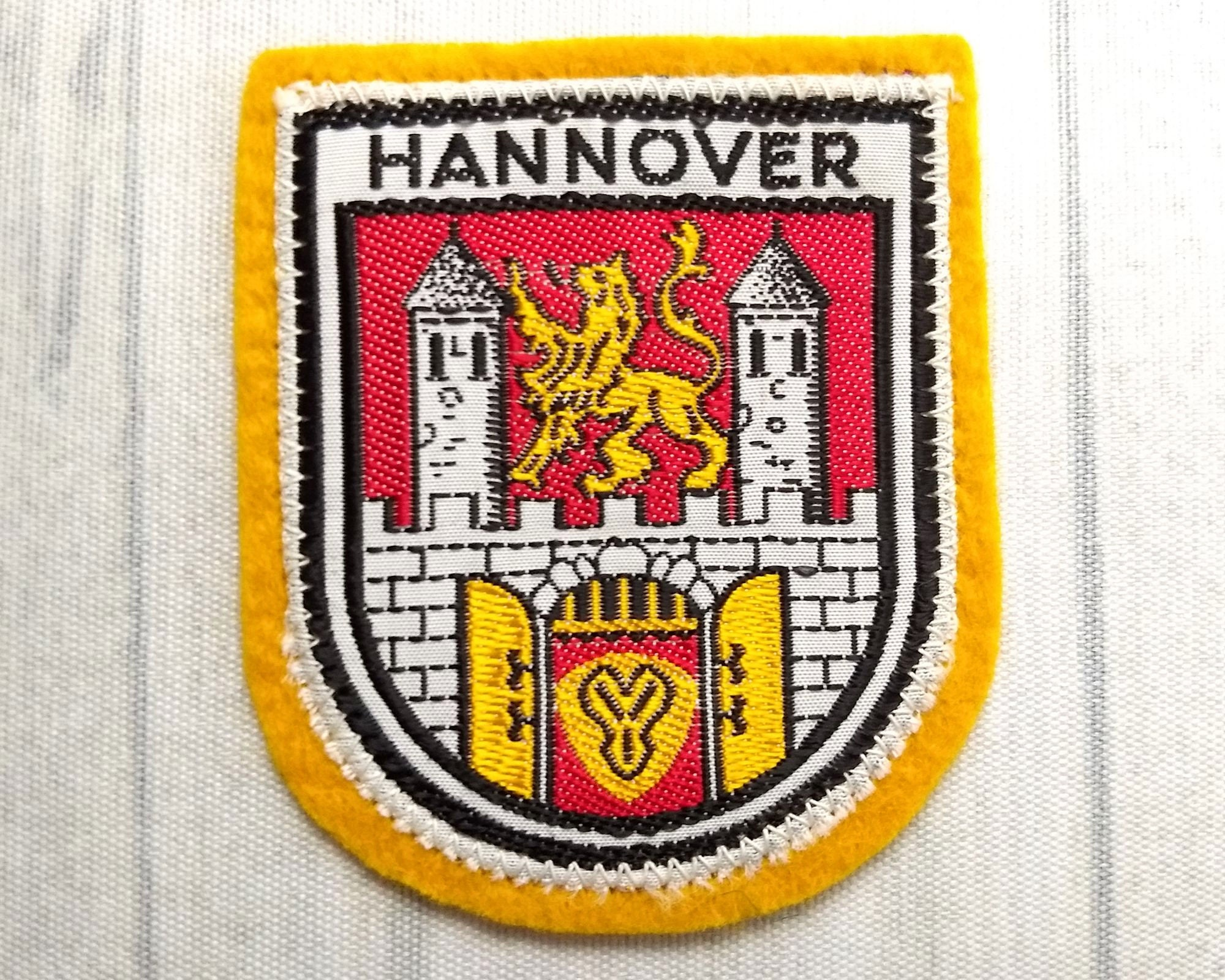 Vintage hannover patch 2 6 woven on yellow felt lower for Hannover souvenirs