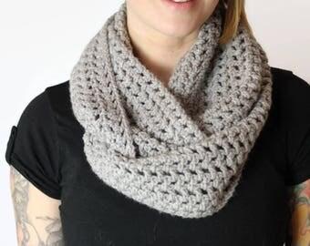 Gray Chunky Knit Scarf, gray infinity scarf, Gray Knit Scarf, Chunky Knit Scarf, Hand Knit Scarf, Knit Cowl Scarf, Knitted Scarf, Soft Scarf