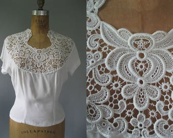 1950s White Blouse with Lace and Beading -Vintage 50s Top - Rockabilly Blouse in Rayon - Large Summer Blouse