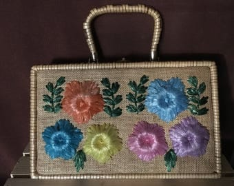 Vintage straw/wicker box purse with raffia flowers.
