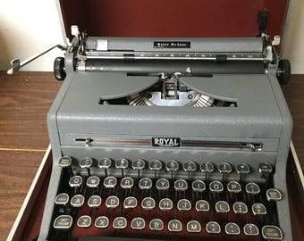 Vintage Royal Portable Typewriter Quiet Delux