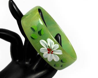 Green Bakelite Bangle, Oval Shaped with Painted Daisy