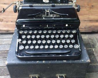 "FLASH SALE! 25% off when you enter ""25FLASH"" - Vintage Royal Typewriter"