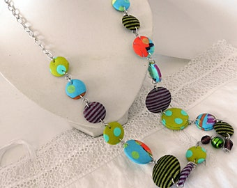 Long necklace in multicolored fabrics, with glass beads