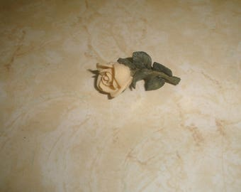 vintage pin brooch resin yellow rose
