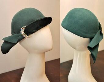 green 40s vintage hat | felt 1940s hat with velvet trim | crescent moon rhinestone brooch detail