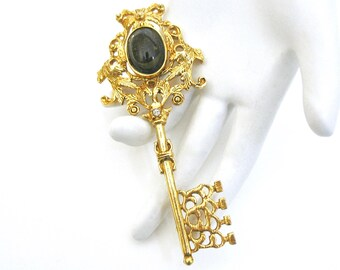 1950's Large Key Brooch signed  ROGER VAN S, Designer, Key Pin, Dark Green Glass Cabochon, Gold one, High Quality, Gift Idea, Excellent
