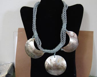 18  inch ABALONE SHELL NECKLACE.  ---condition like new---   see description & photos