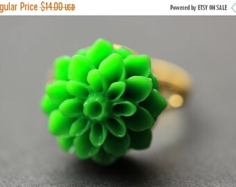 SUMMER SALE Green Mum Flower Ring. Green Chrysanthemum Ring. Green Flower Ring. Green Ring. Adjustable Ring. Handmade Flower Jewelry.