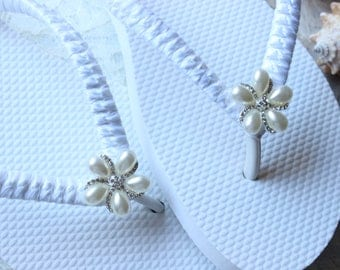 White Bride Flip Flops, White bridal flip flops, Wedding flats, white wedding flip flops, beach wedding shoes, white flip flops, white shoes