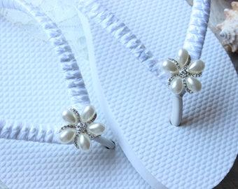 White Bride Flip Flops, White bridal flip flops, Wedding flats, white wedding flip flops, beach wedding shoes, white flip flops, white shoes