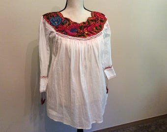 Embroidered peasant white tunic, Blusa bordada, Mexican top,Boho style top, Embroidery top with birds mexican style