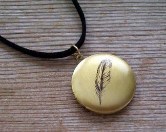 Bird Feather Locket, Feather Art Locket Choker Necklace, Woodland Jewelry, Bird Art Locket, Round Brass Locket, Photo Locket