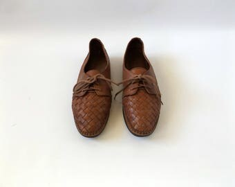 brown woven moccasin shoes - size 8 - vintage 90s leather naturalizer oxford flats - minimal casual mocs - 1990s hipster boho dresses hippy