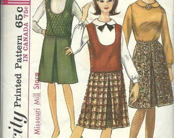 ON SALE VTG Simplicity 6184 Misses Blouse, Top and Inverted Pleat Skirt Pattern, SIze 10