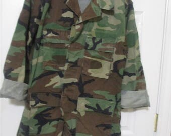 Vintage Camouflage Jacket/Camo Jacket/Military Jacket// military camouflage heavy duty shirt  size Medium