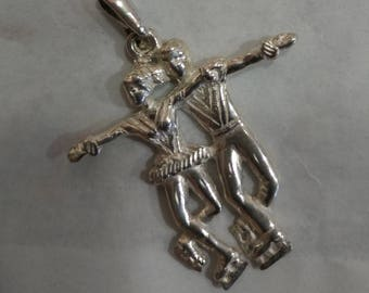 Dancers pendant, Ice skaters