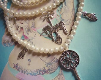 "Necklace key and Unicorn ""Fantasy"" cream pearls"